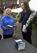 220804 kirjailija Taija Tuominen, J.P. Koskinen , kirjanjulkistaminen, Ristin ja raudan tie
